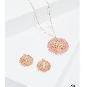 Peach & gold tone necklace & earrings set
